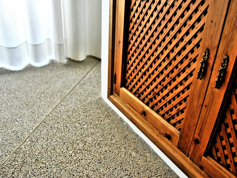 detail, showcase and pebbles floor