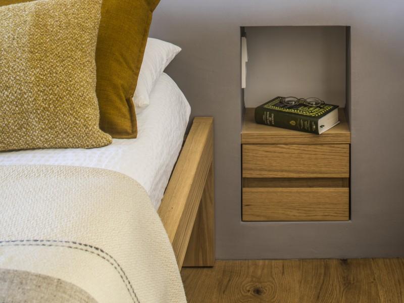 Schlafzimmer mit original handgefertigten Fliesen